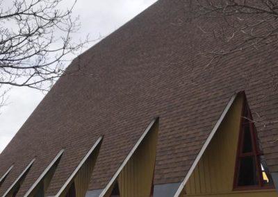 Pose de Toiture en bardeaux d'asphalte pour Église à Laval - Toiture Laurentides